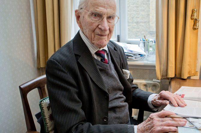 """Ο Dr Alfred William Frankland, ο """"Παππούς"""" της Αλλεργιολογίας, πέθανε σε ηλικία 108 ετών"""